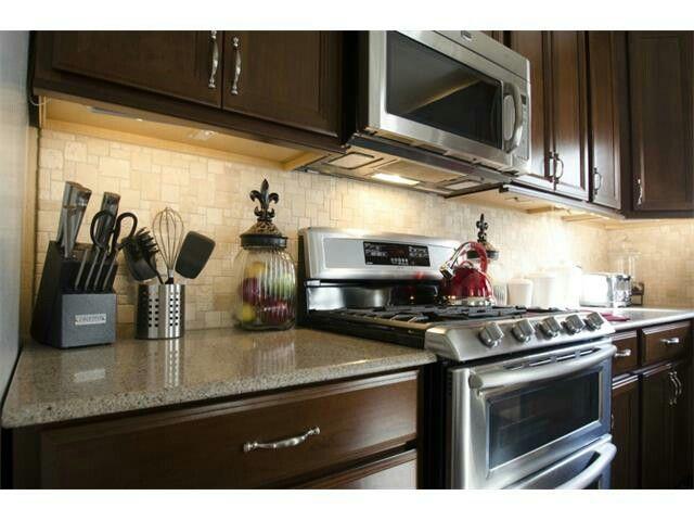 Awesome Silestone Kalahari Countertop, Tumbled Travertine Backsplash, Cherry  Cabinets U0026