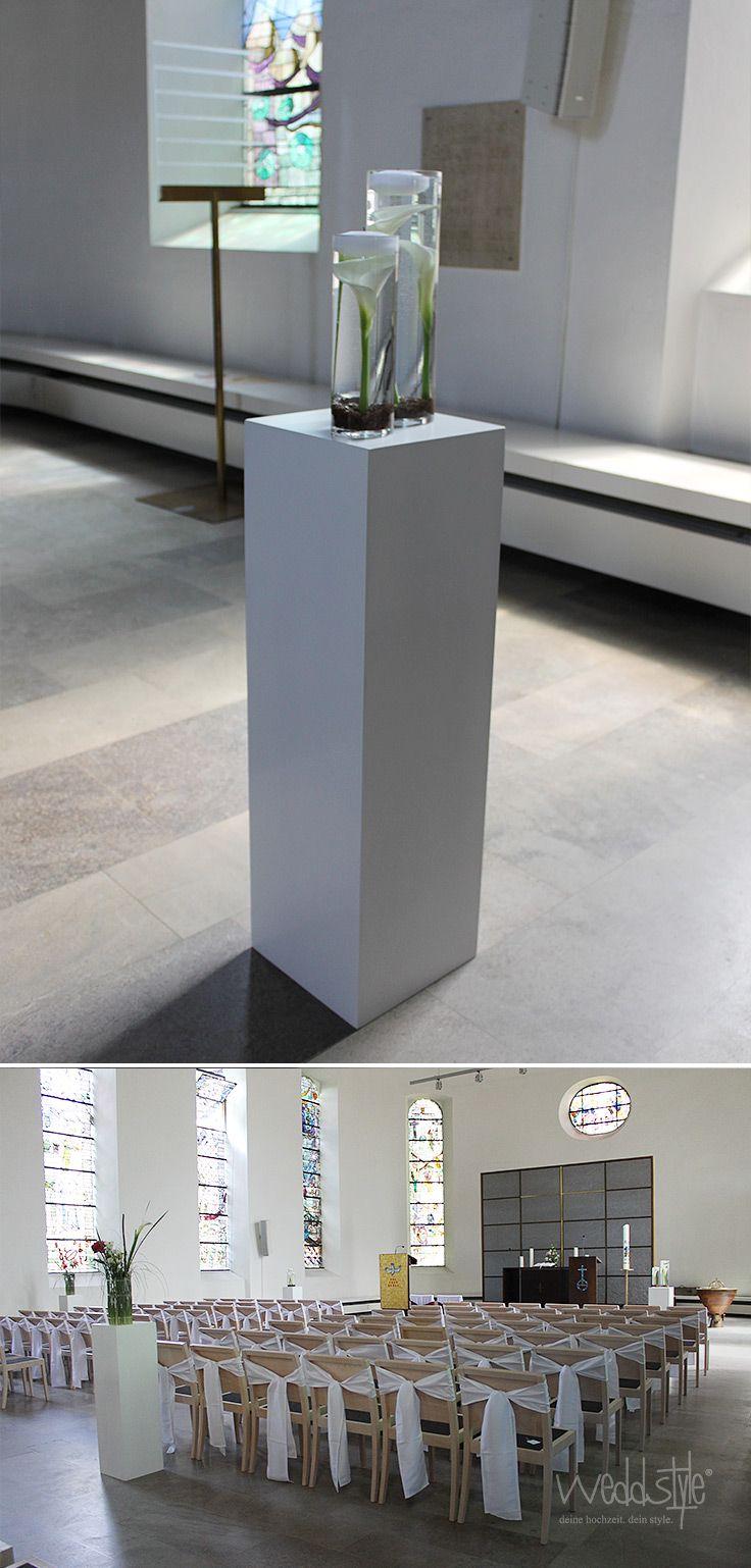 Moderne kirchendeko mit schleifen an den st hlen und - Moderne glasvasen ...