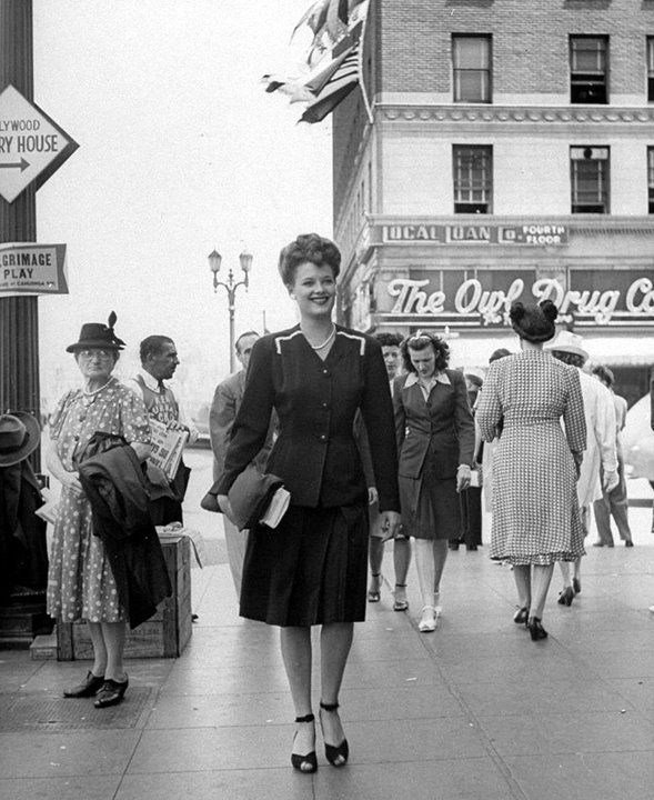 Thanks to Starlet Showcase for posting these great photos from a 1944 issue of Life Magazine, a kind of 1940s-Sartorialist look at girls passing the intersection of Hollywood and Vine, in Los Angeles. A nice glimpse of real-life fashion in mid-40′s USA.