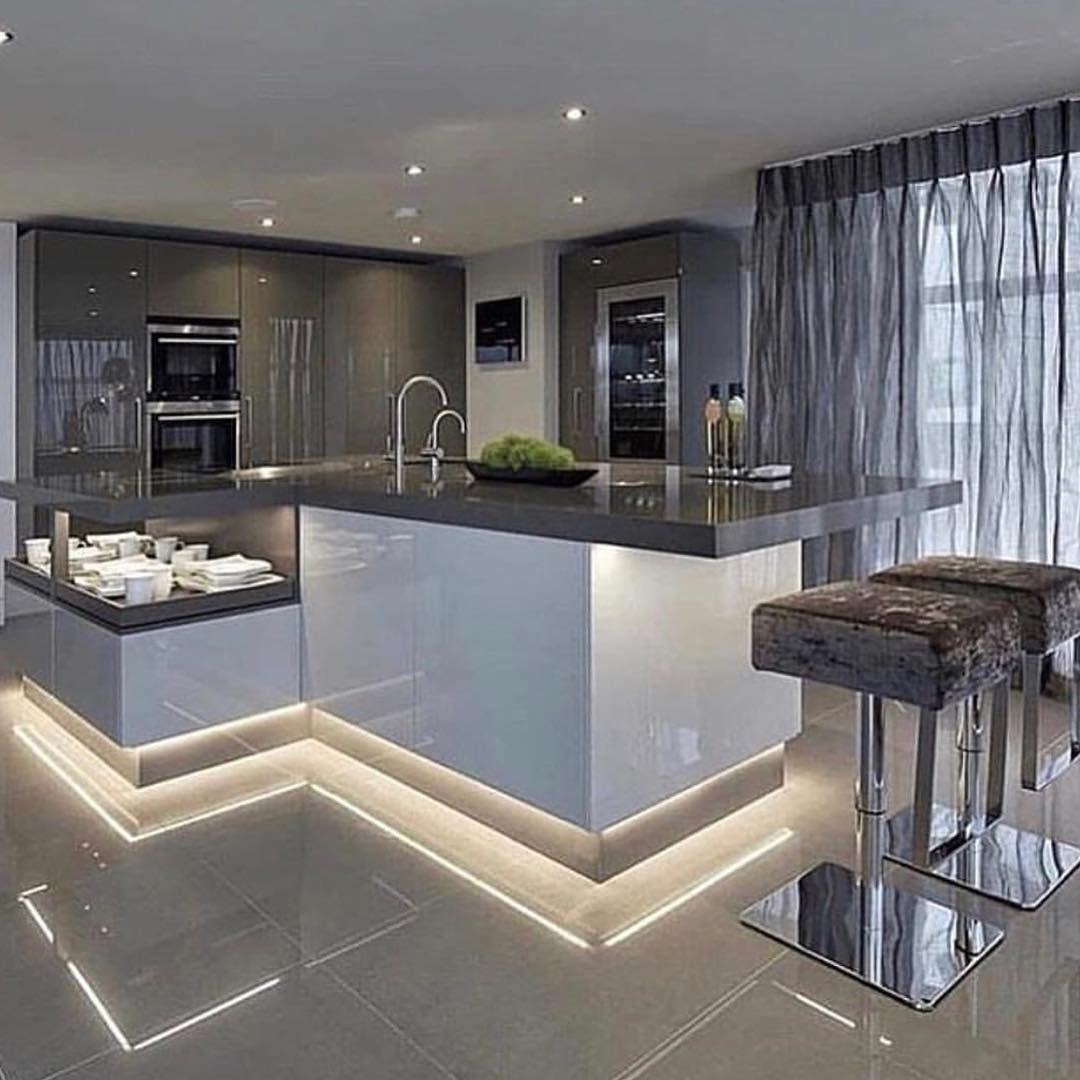 Rana Elshaer On Instagram Lacquered Cabinets For More Inspirations Follow Elysse Insp Luxury Kitchen Design Modern Kitchen Design Interior Design Kitchen