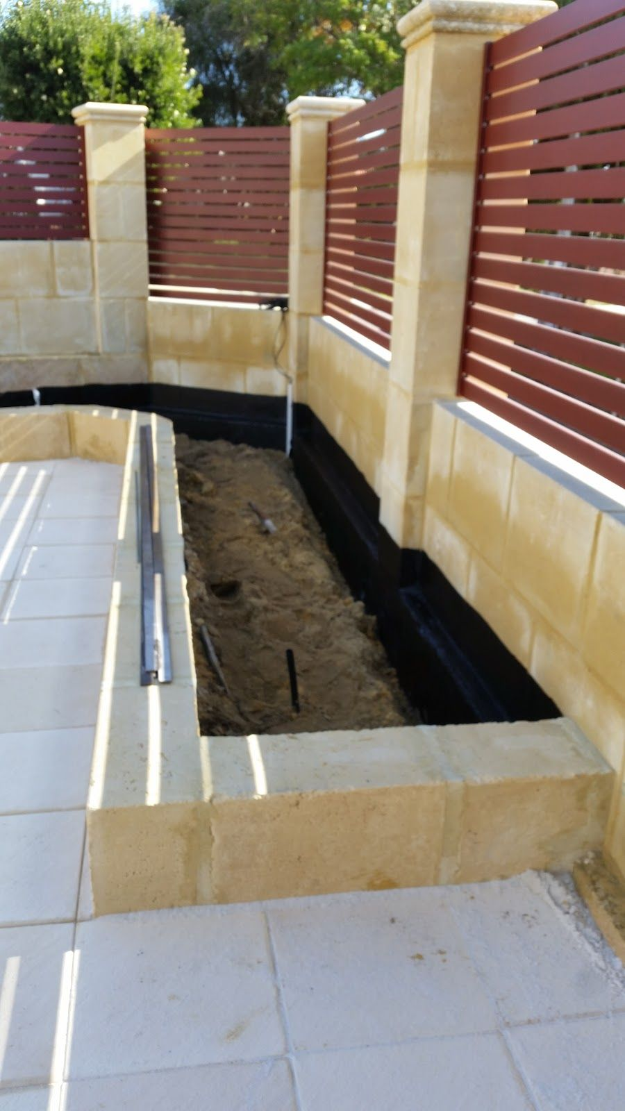 jarrah jungle: courtyard garden: waterproofing the limestone