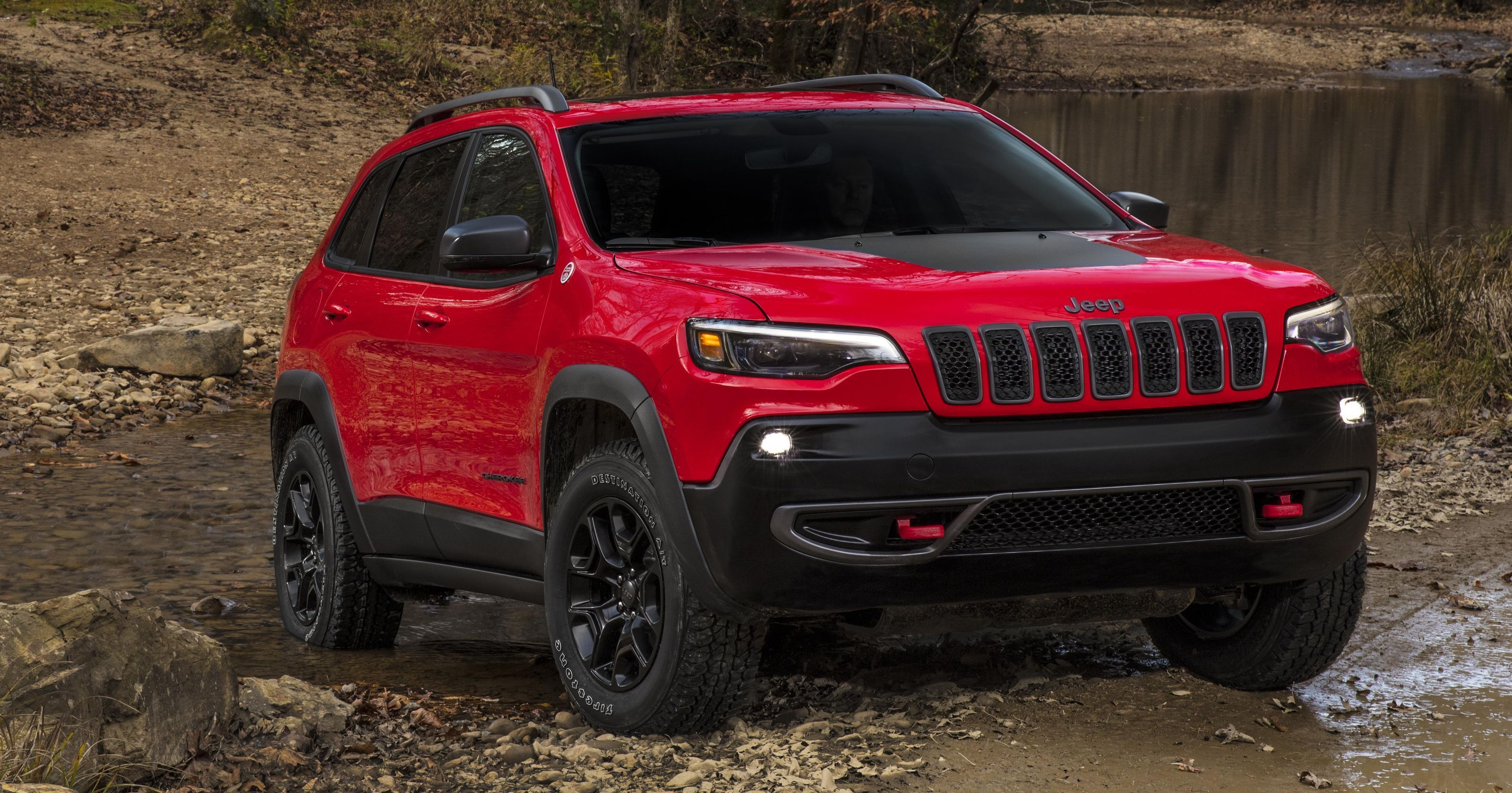 Sneak Peek Jeep Cherokee Gets A Nose Job Updated 2019 Jeep