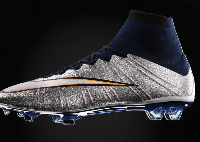 nike football shoes 2015 youth metal baseball size 7