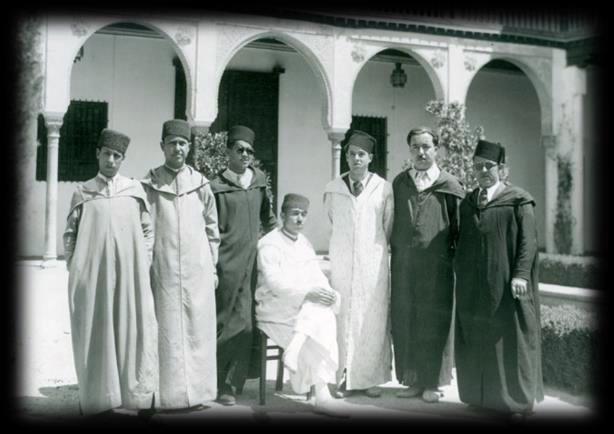 Alumnos del Curso de Cultura Española para Marroquíes en la Casa del Chapiz (Granada, España, 1939)  Web:  https://www.pinterest.com/rbacsic/la-biblioteca-de-la-escuela-de-estudios-%C3%A1rabes-csi/  http://www.eea.csic.es/index.php?option=com_content&task=view&id=705&Itemid=102&lang=es