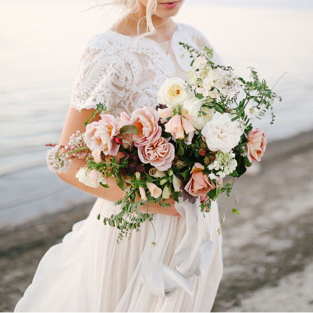 Pink And White Wedding Gowns: Pink And White Wedding Bouquet