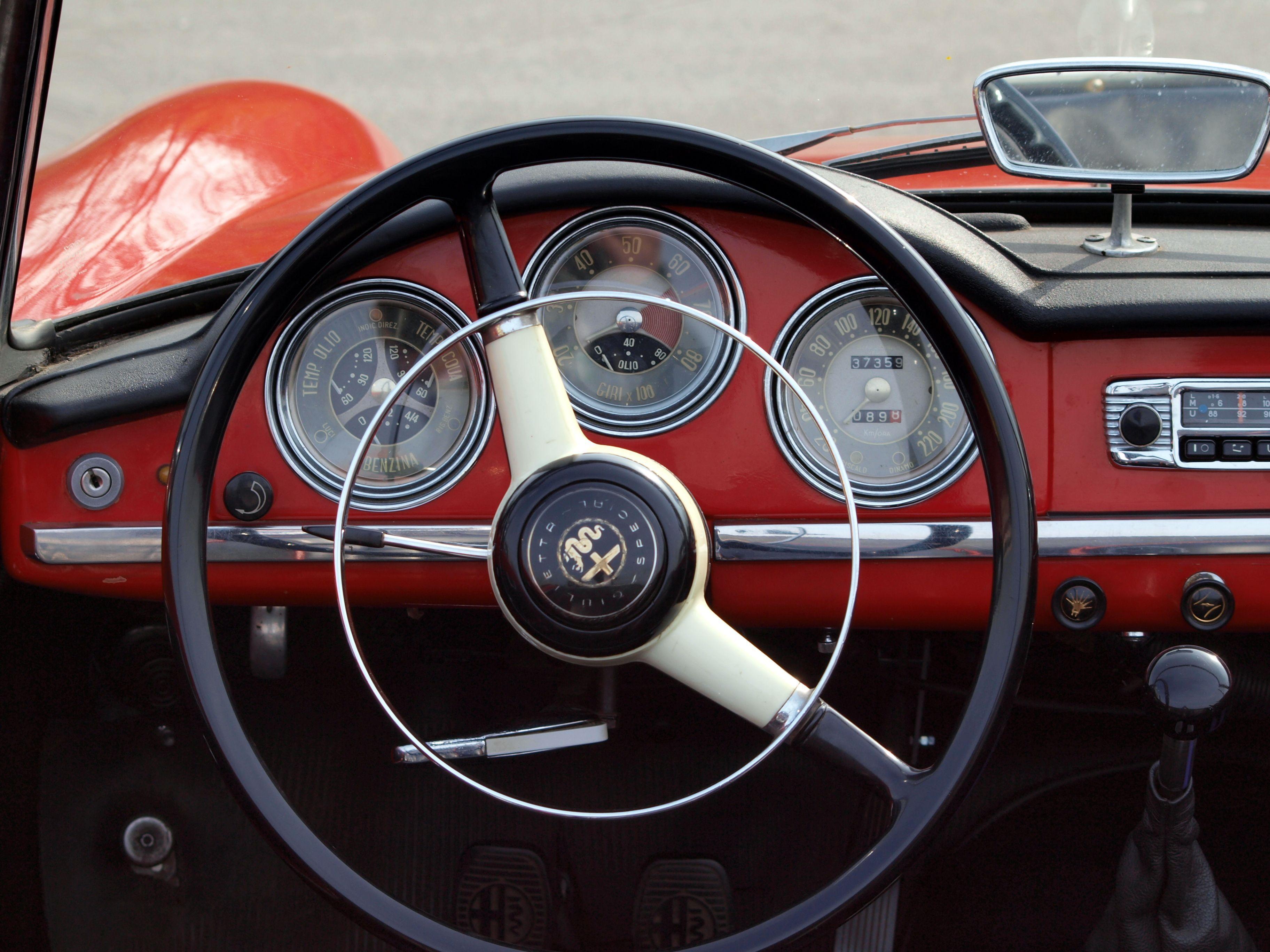 Alfa Romeo Giulia Spider prototype by Bertone 1963 interior