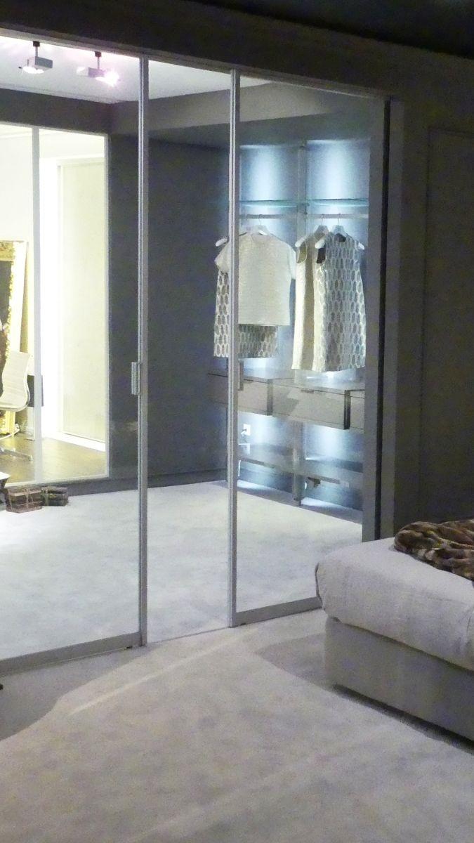 Ankleidezimmer Mit Glasschiebetur In Wand Kleiderschrank Nach Mass