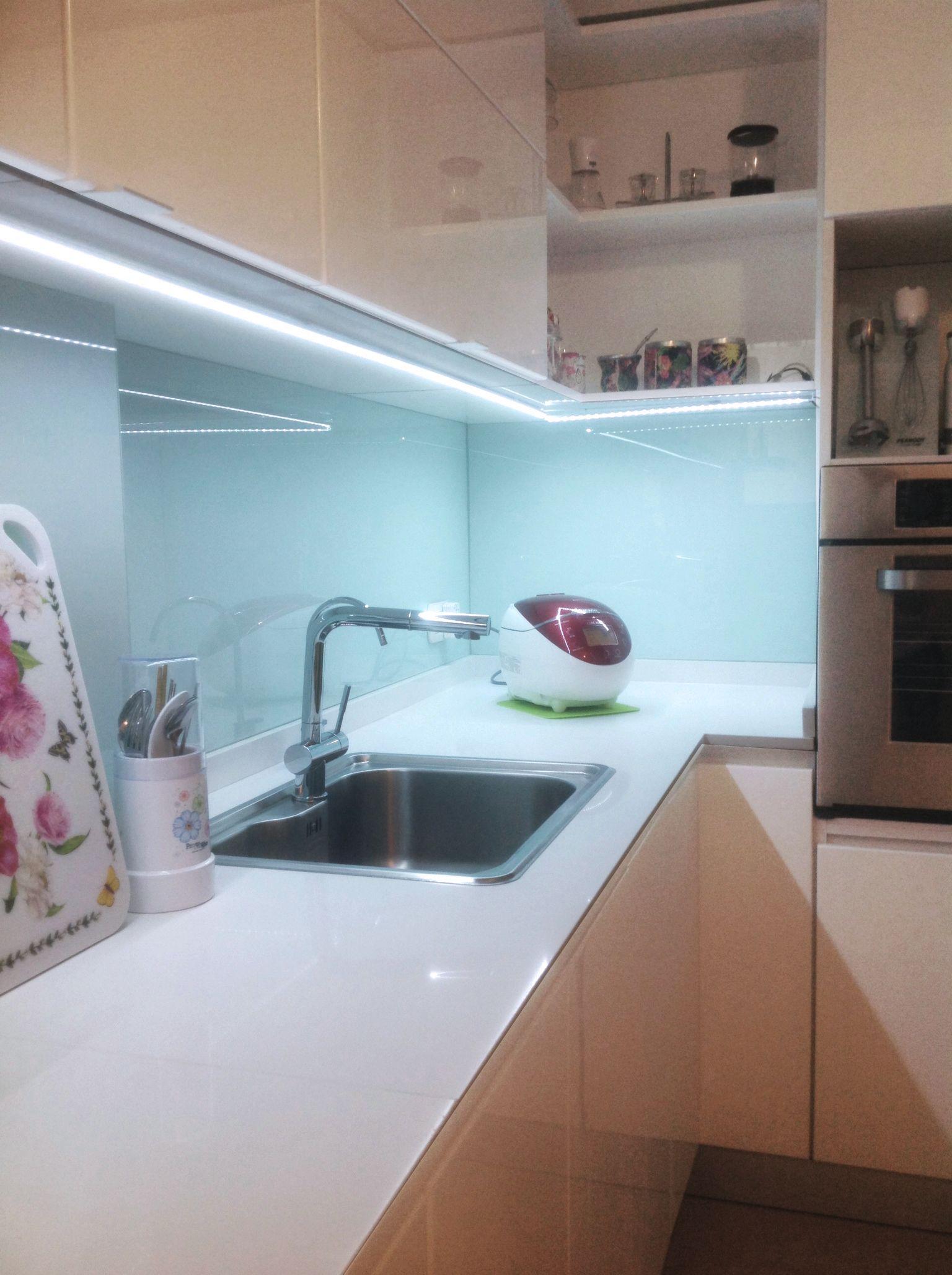 Antes y despu s cocina en caballito se revistieron las - Iluminacion led en cocinas ...