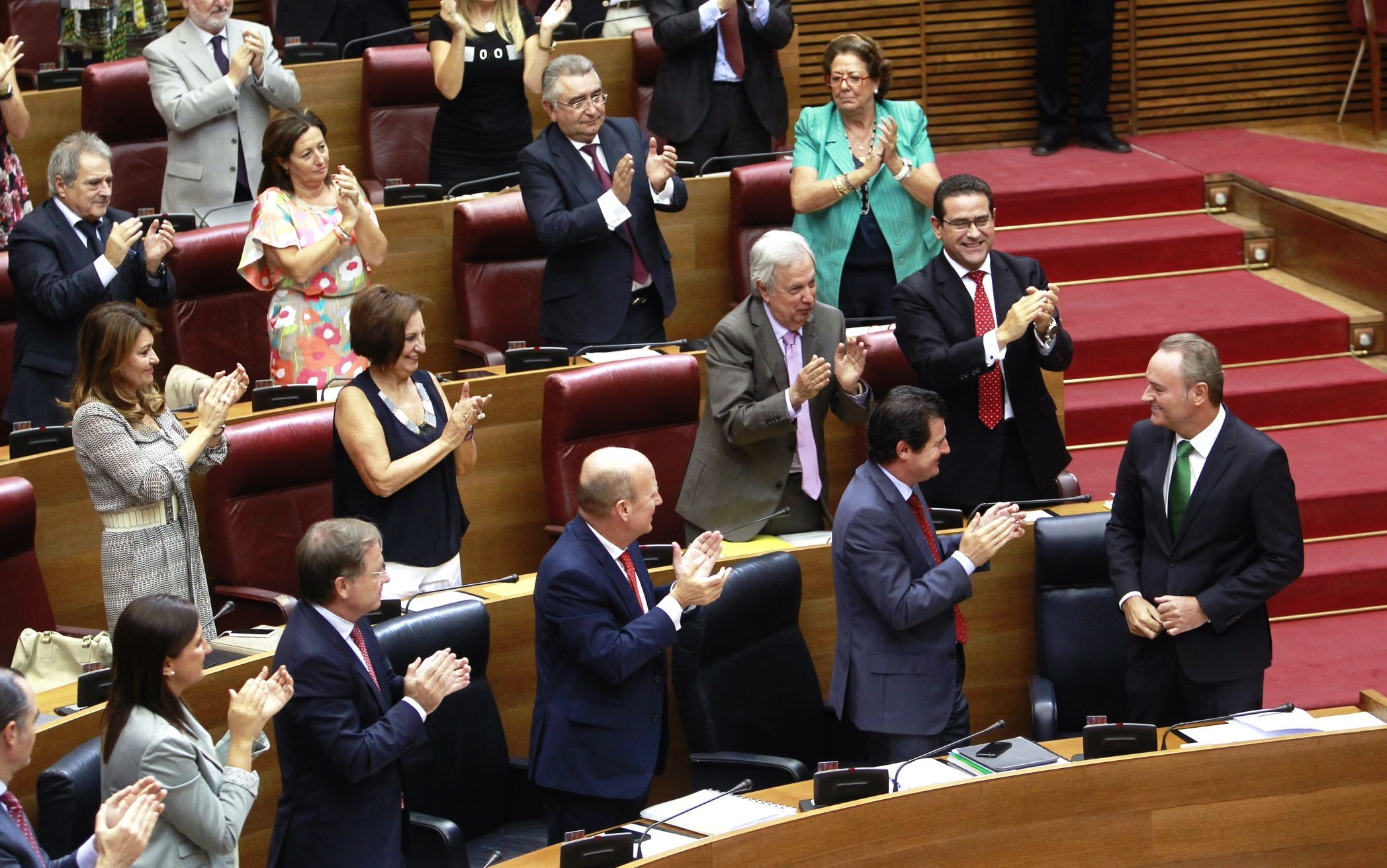 Junto a los diputados populares en Les Corts durante el Debate de Política General