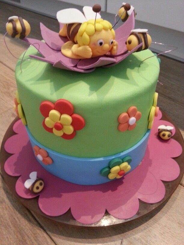 cake met aardbeienjam