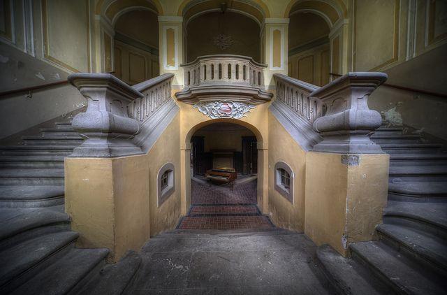 abandoned mansion CJ by andre govia., via Flickr