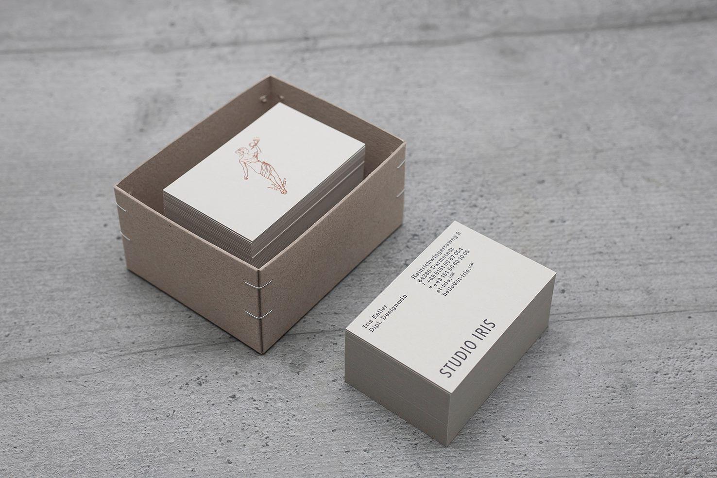 Die Briefbögen Und Visitenkarten Des Studio Iris Ziert Die