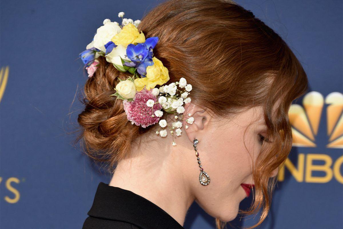 Lazos y flores: los diez mejores peinados de los Emmy | Belleza, Pelo | S  Moda EL PAÍS | Peinados, Cabello castaño marron, Tendencias de cabello