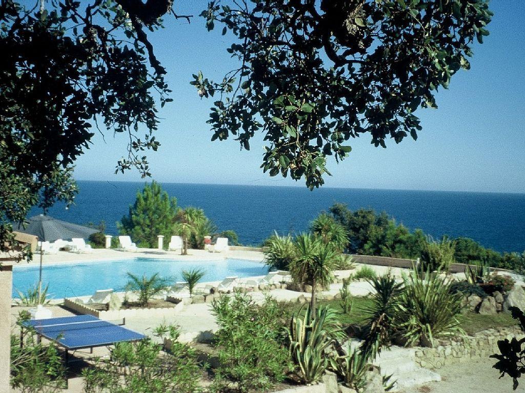 Sari Solenzara Maison De Vacances Avec 2 Chambres Pour 5 Personnes Reservez La Location 6426091 Avec Abritel Maison De Vacances Locations Vacances Vacances