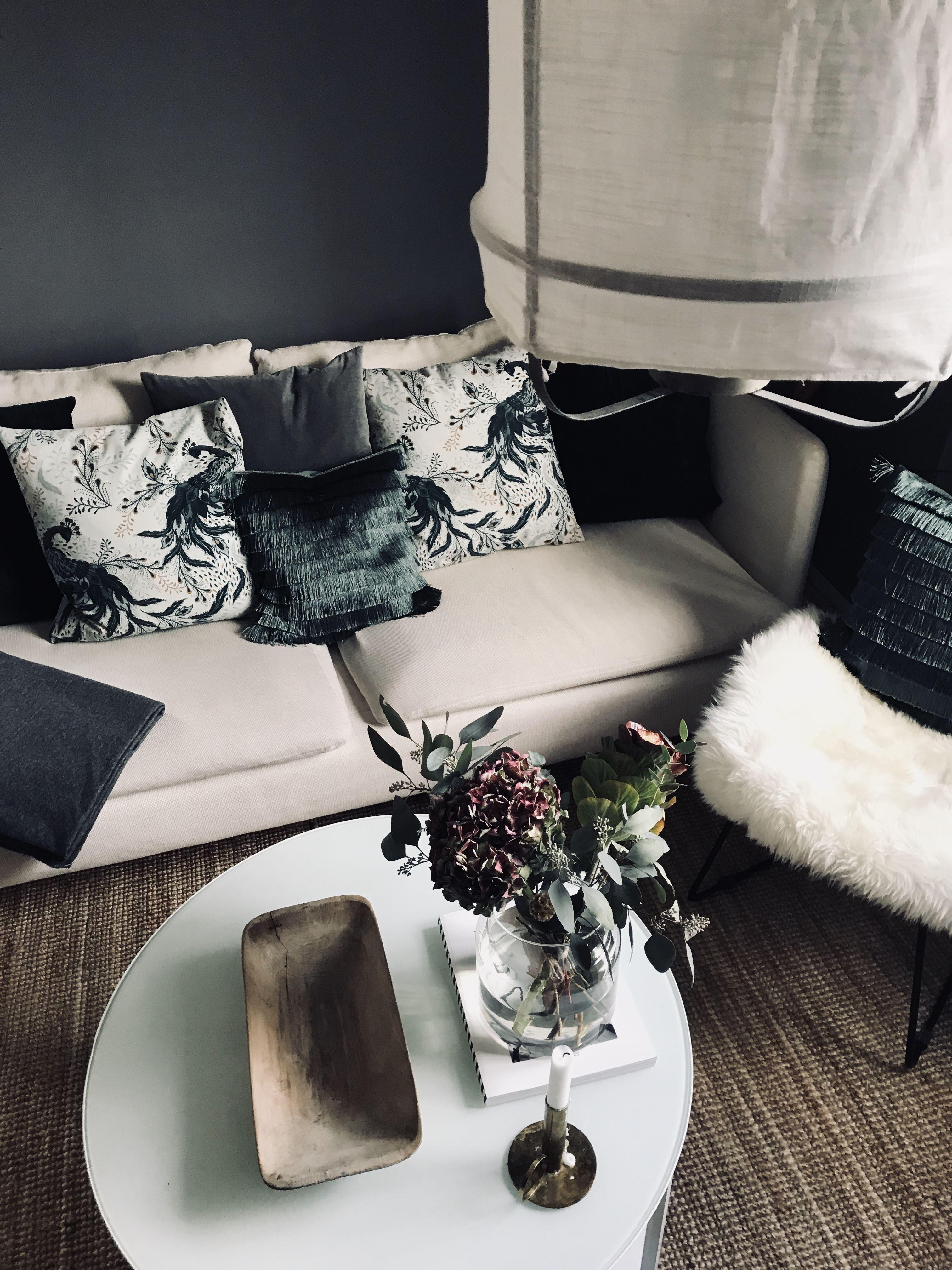 Dark grey walls, soderhamn sofa, Ikea, hm home, lanterna