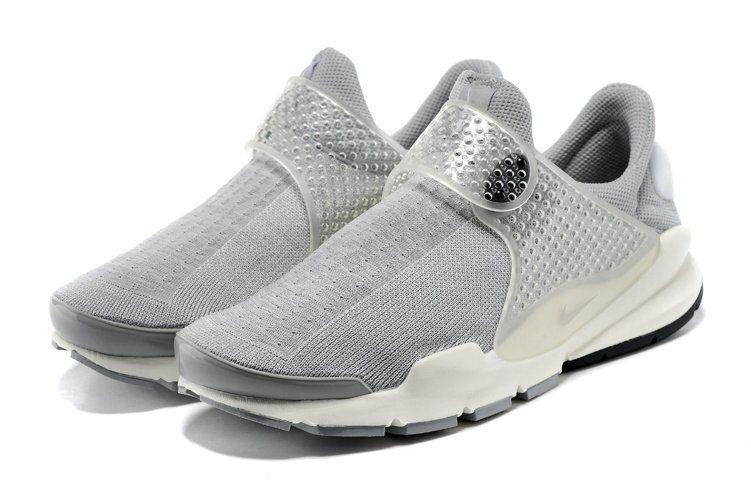 2019 的 June Latest New Arrival Nike Sock Dart Oreo Slip ON