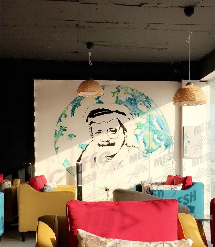 رسم بوب ارت للفنان الراحل طلال مداح الجدارية بعنوان صوت الأرض من رسمي الفنانه ميش رسم بوب ارت فن كوفي مقهى رسامين Artist Pop Art Art