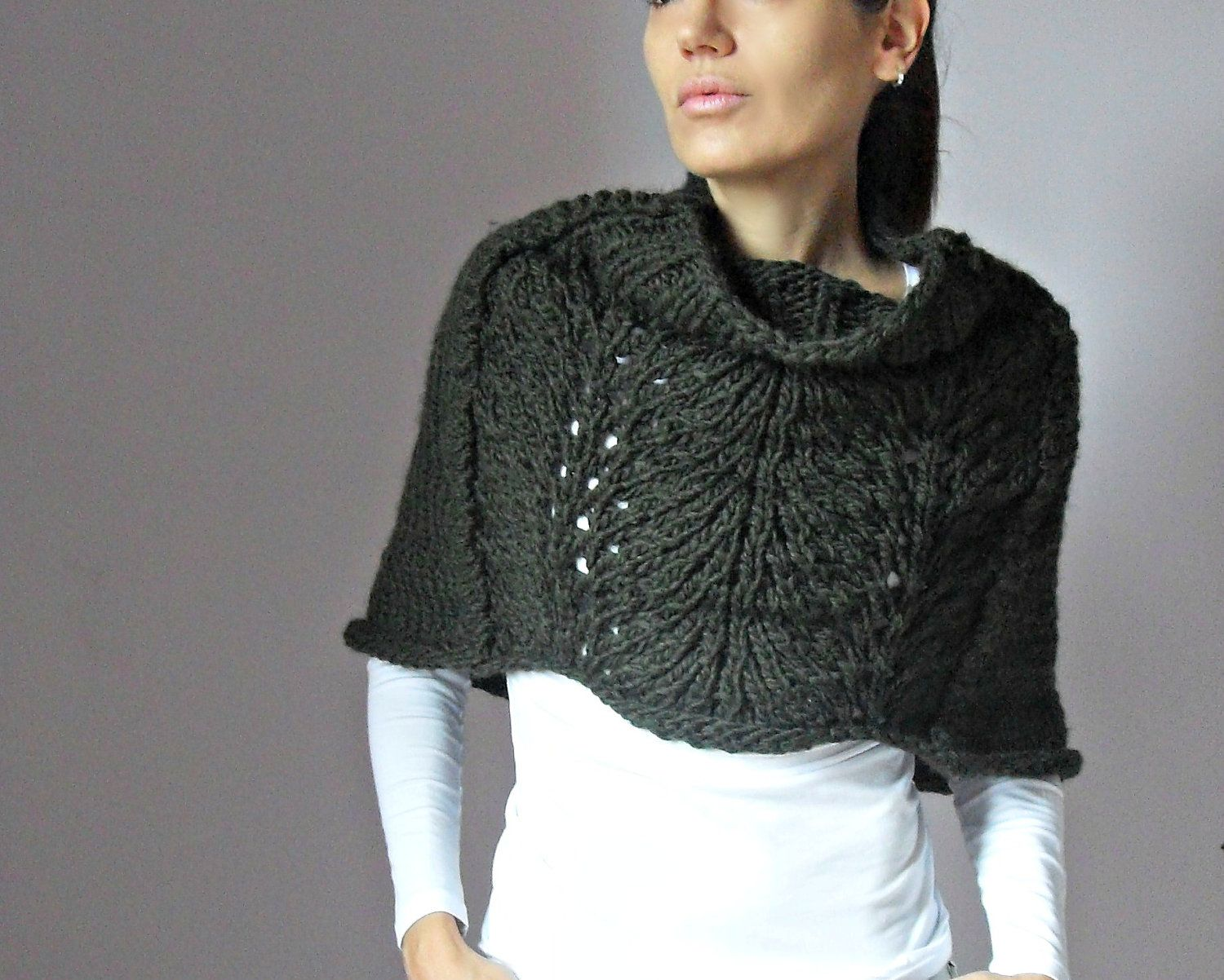 Hand Knit Capelet Poncho by Silvia66 on Etsy | I Like Your Style ...