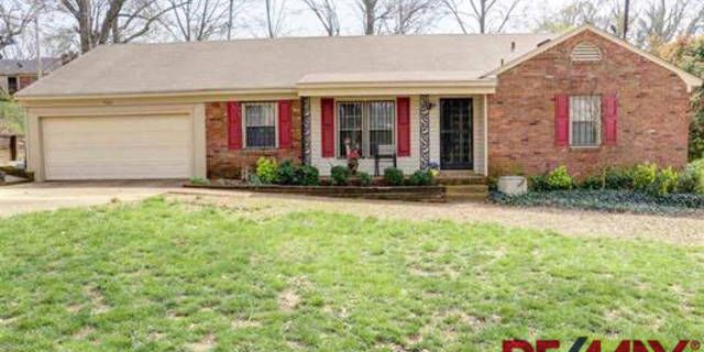 Super Cute, Well Maintained 3BR Home in Quiet Neighborhood Across From Lake ~ Formal Living Room and Formal Dining Room w/ Lots of Natural Light ~ Lovely Eat-In Kitchen w/ Lots of Cabinet Space