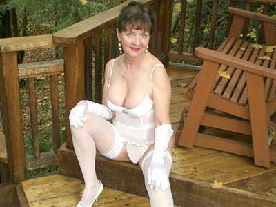 Sexy white grannies