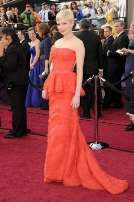 michelle williams at 2012 oscars. love this woman!-This woman is beyond classy. She shows what it's like to be graceful even when it's hard.
