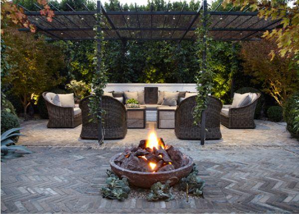 Un giardino di pietra fences backyards outdoor