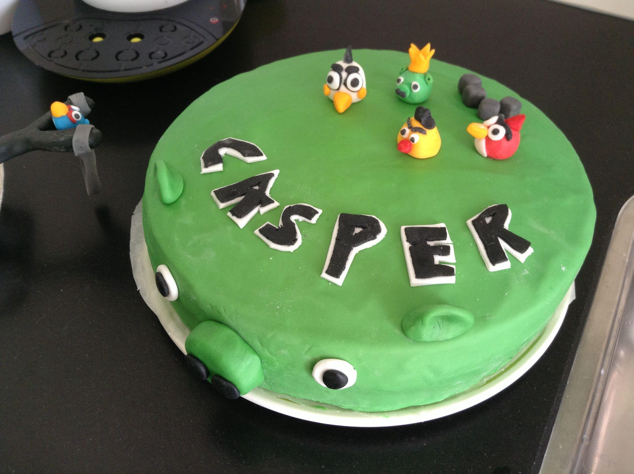 Mijn allereerste angry bird taart. Gemaakt april 2013