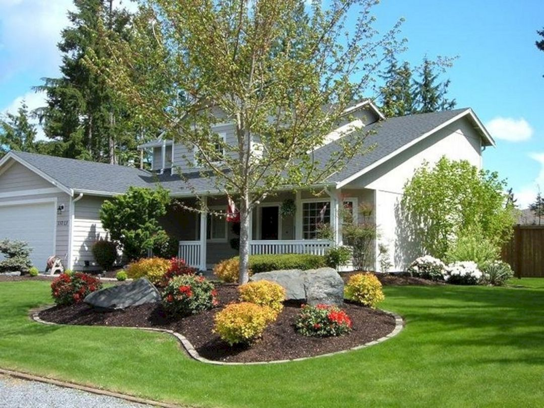 30 Awesome Flower Garden Design For Your Front Yard Teracee Farmhouse Landscaping Front Yard Landscaping Design Front Yard Design