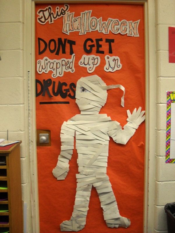 Red ribbon week door decoration cute idea for a lunch time for Idea door activity days