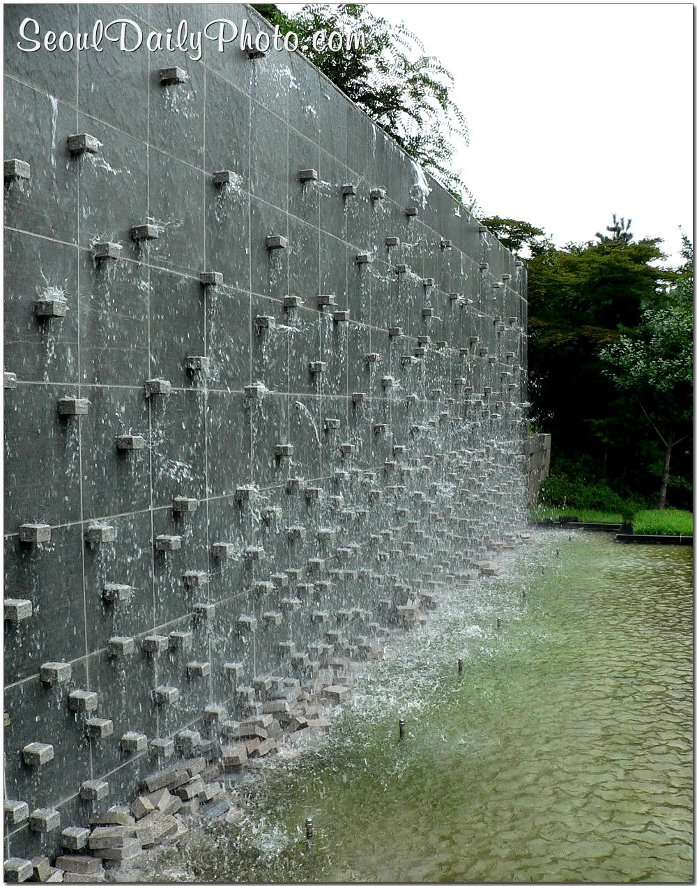 outdoor waterfall wall:charming wall water fountains outdoor fountain wall