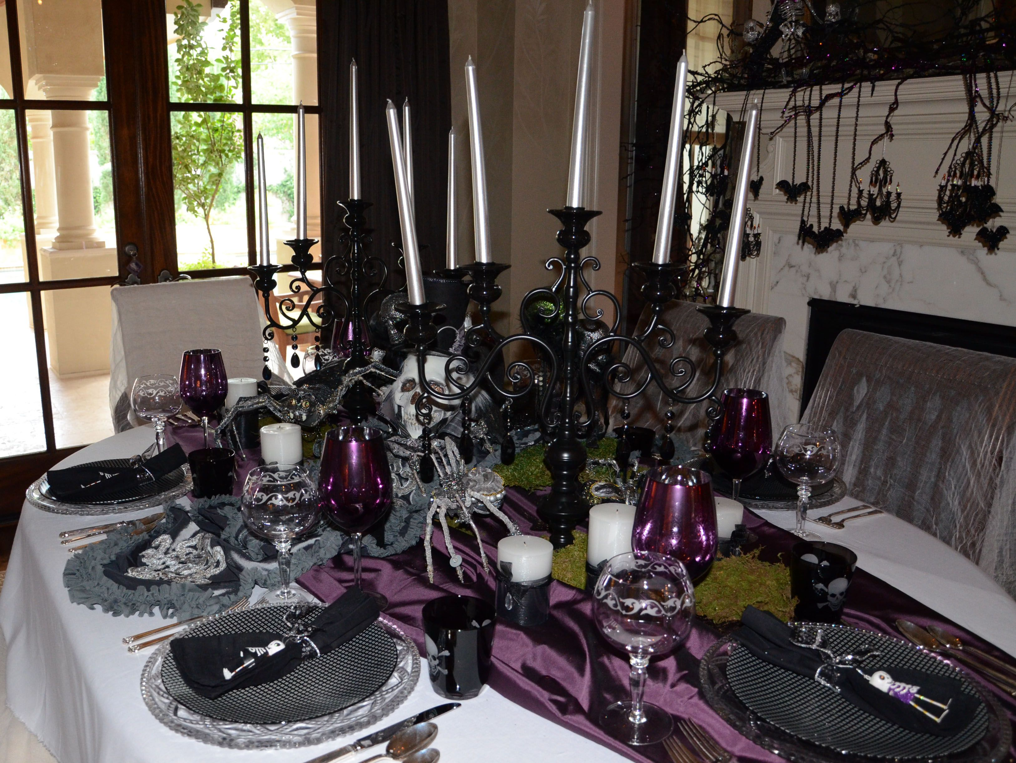 Formal dining table halloween decor halloween interiors for Formal dining table centerpiece ideas