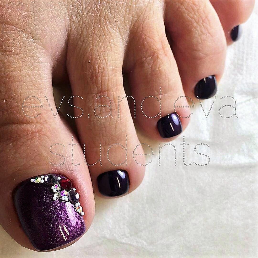 purple-rhinestone toe nailart