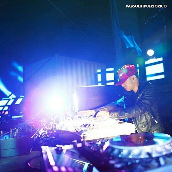Baila hasta con el bartender! #Absolut #AbsolutPuertoRico #PuertoRico #DJ #Nights #Beats #Vodka #PR #Techno #EDM