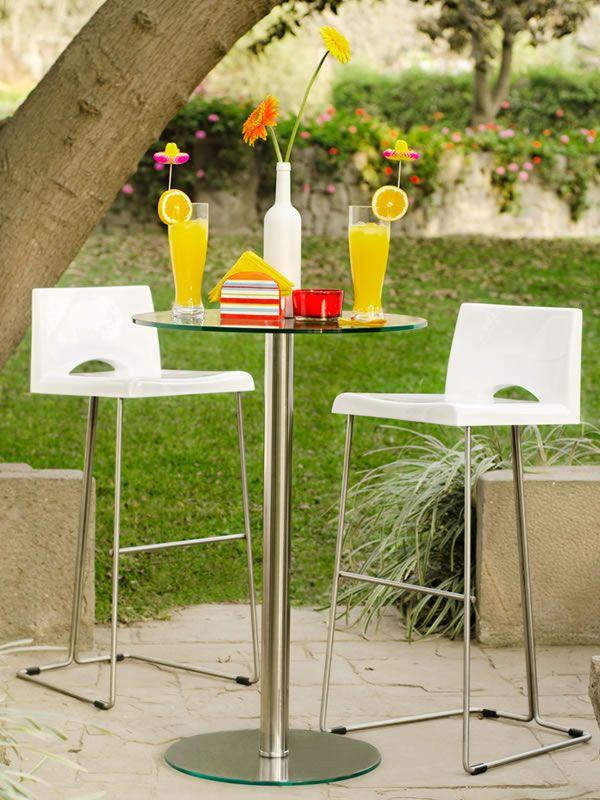 Sillas Y Mesas Altas Para Complementar Tu Bar De Verano