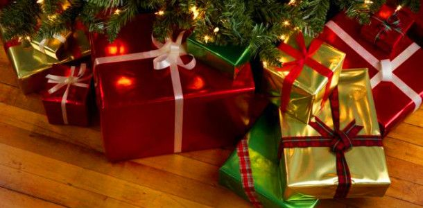 todays post is not so wordless when do you start putting presents under the tree is there trouble with the kids opening them my children open them then - When Do You Open Christmas Presents