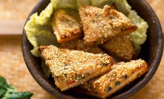 Il sandwich di patate vegan al sesamo è una ricetta molto facile da preparare e ideale per il pranzo in ufficio, per il brunch o per tutte quelle occasioni in cui avrete voglia di qualcosa di pratico da mangiare. Ecco la ricetta completa per preparare il più buon sandwich di patate al sesamo della vostra vita! Preparazione: Tagliate  … Continued