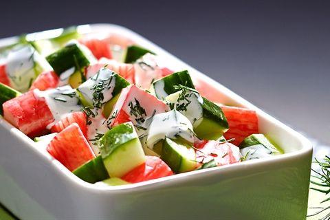 Salatka Z Surimi Z Sosem Jogurtowym Przepis Recipe Caprese Salad Food Recipes
