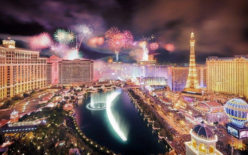 New Year S Eve 2019 Celebrations In Las Vegas Vegas New Years New Years Eve In Las Vegas New Year Fireworks