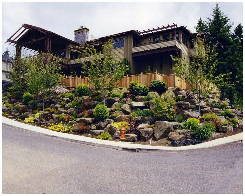 Sloping Front Yard Landscaping Ideas Amenagement Jardin En Pente Amenagement Jardin Jardin En Pente
