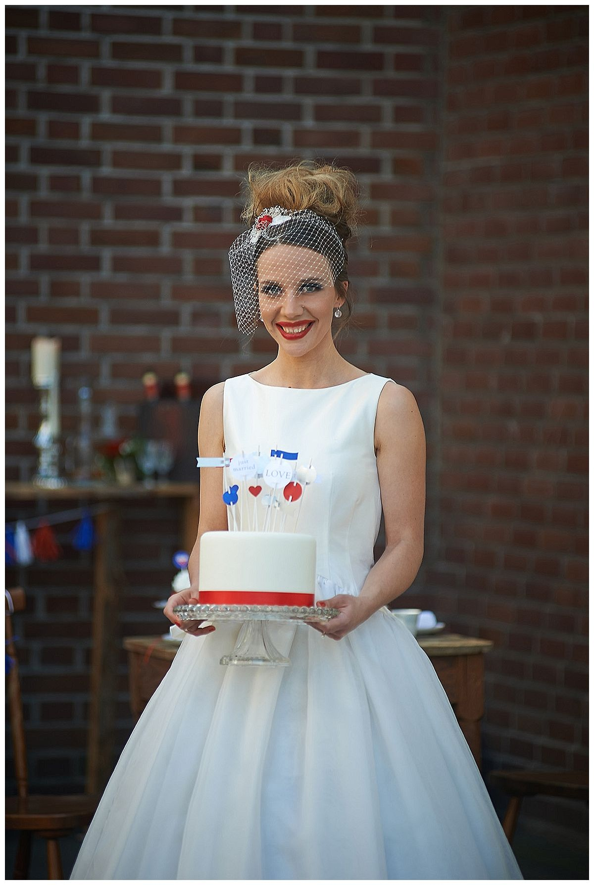 Hochzeit auf moderne englische Art - eine Inspiration aus der Garagenauffahrt | Verrueckt nach Hochzeit | Fotos: http://blog.verliebt-verlob...