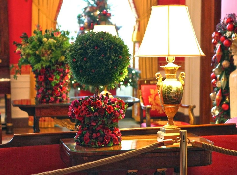Maggie Austin Shares Sugary Secrets Behind White House Holiday Party Decor Christmas Flowers Christmas Decorations Holiday Parties