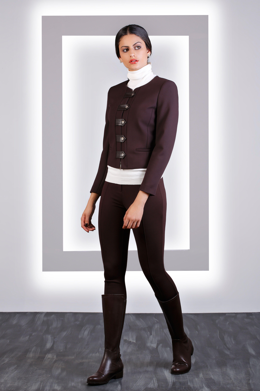 La mejor mezcla de color que debes probar este otoño con un look de Hanna. Must have!