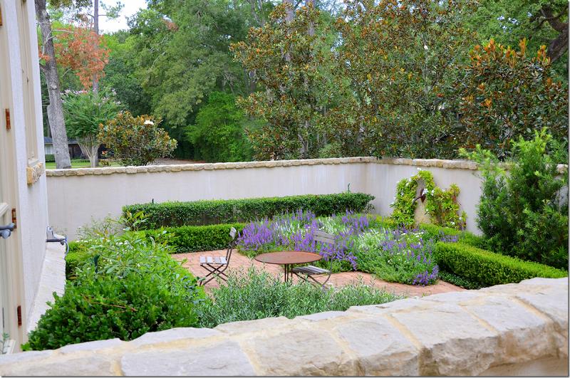 Cote De Texas Pretty In Houston Small Courtyard Gardens Courtyard Garden Garden Spaces