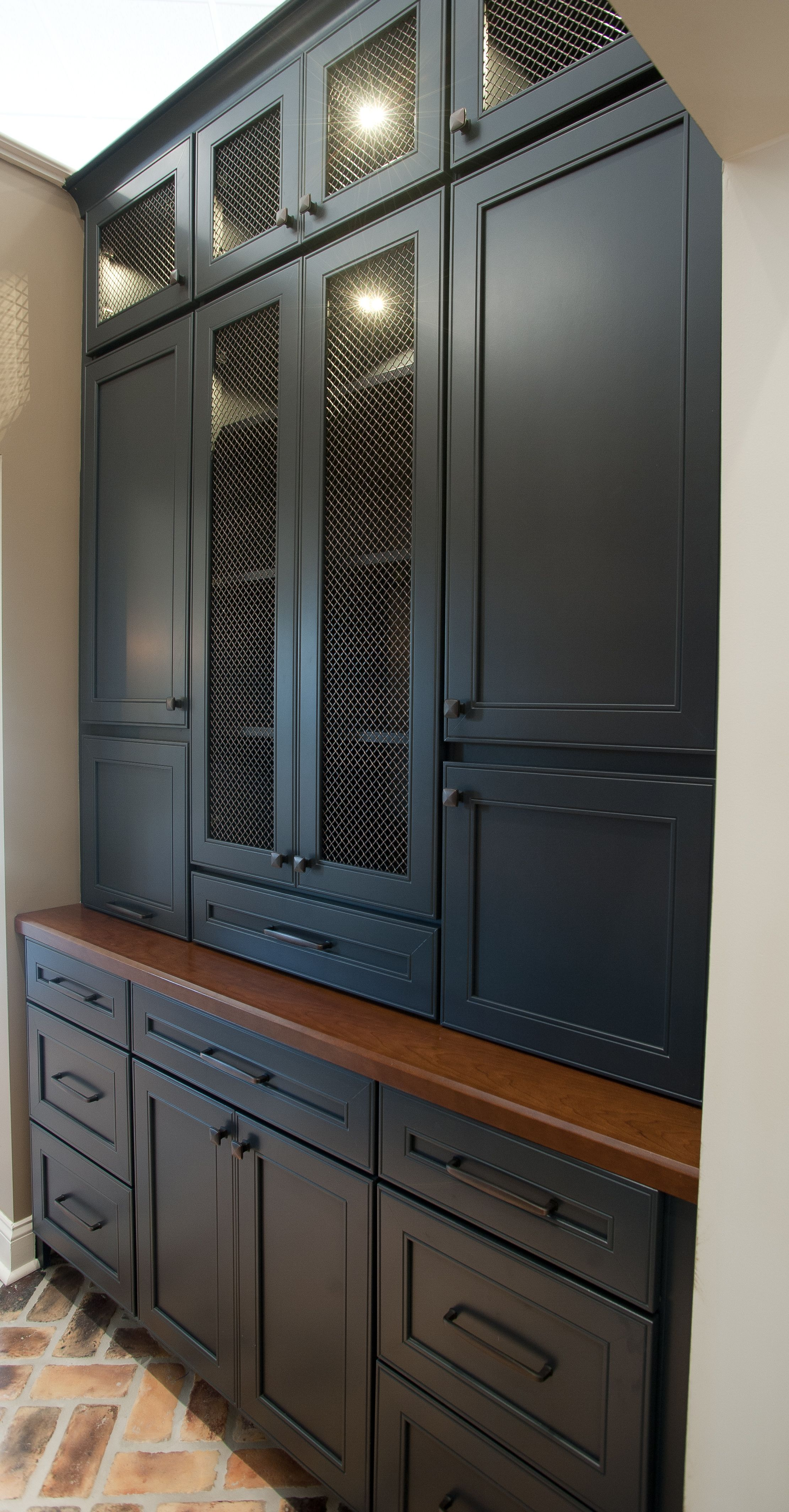 Butler Pantry And Bar Design By Dalton Carpet One Wellborn Cabinets Cabinet Finish Maple Bleu Door Style So Wellborn Cabinets Pantry Cabinet Flooring Store