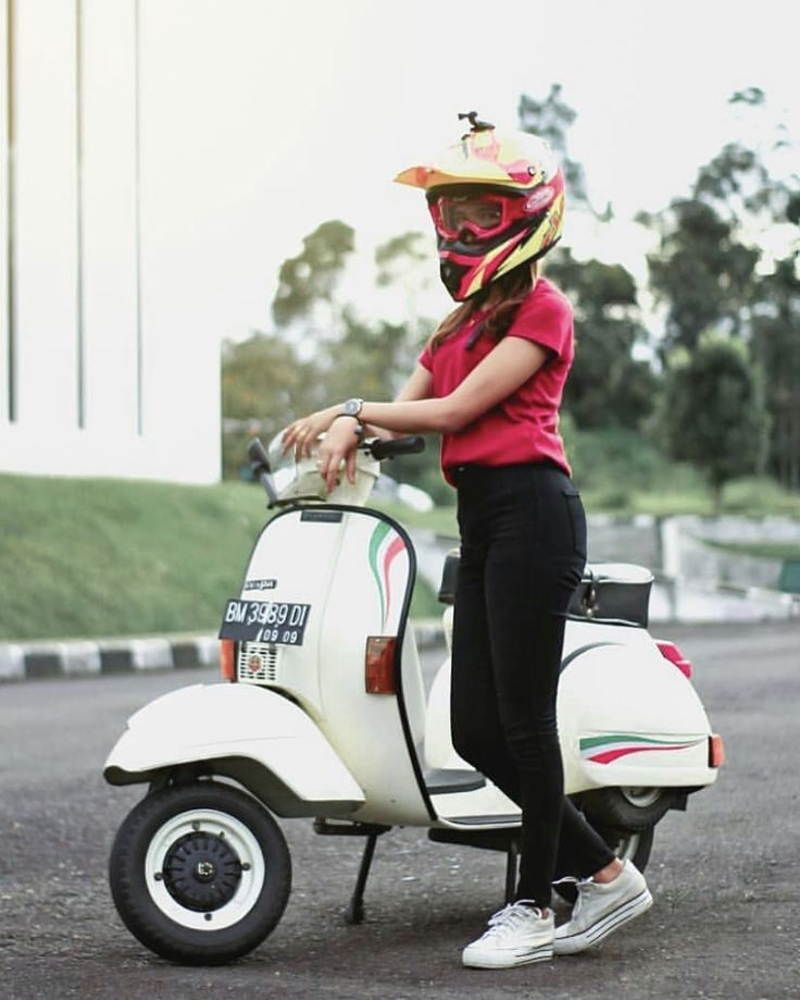 Pin by Scooter Girl on Scooter Girl Vespa girl, Scooter