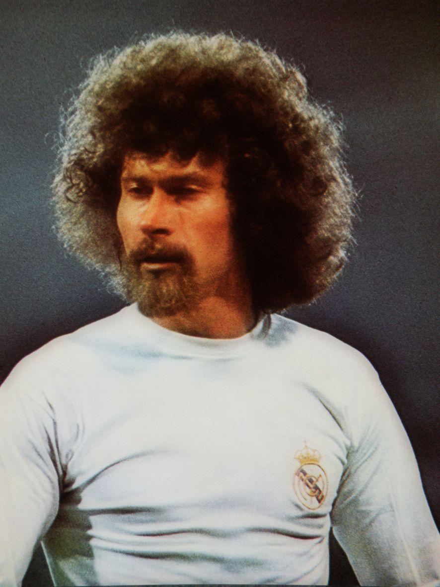 PAUL BREITNER 1974 · 1977 Posici³n en el campo Centrocampista