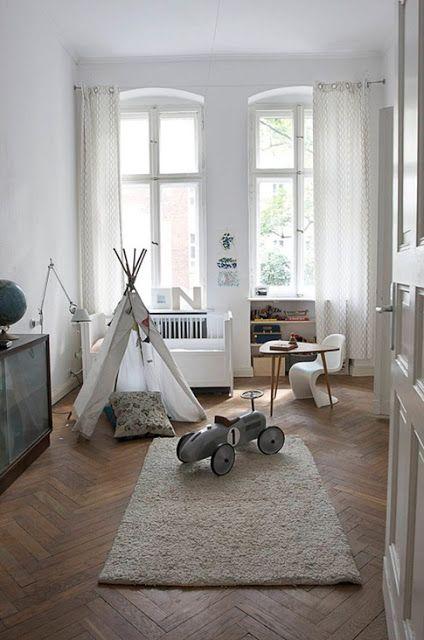 Visgraat eiken parket vloer in de slaapkamer  www