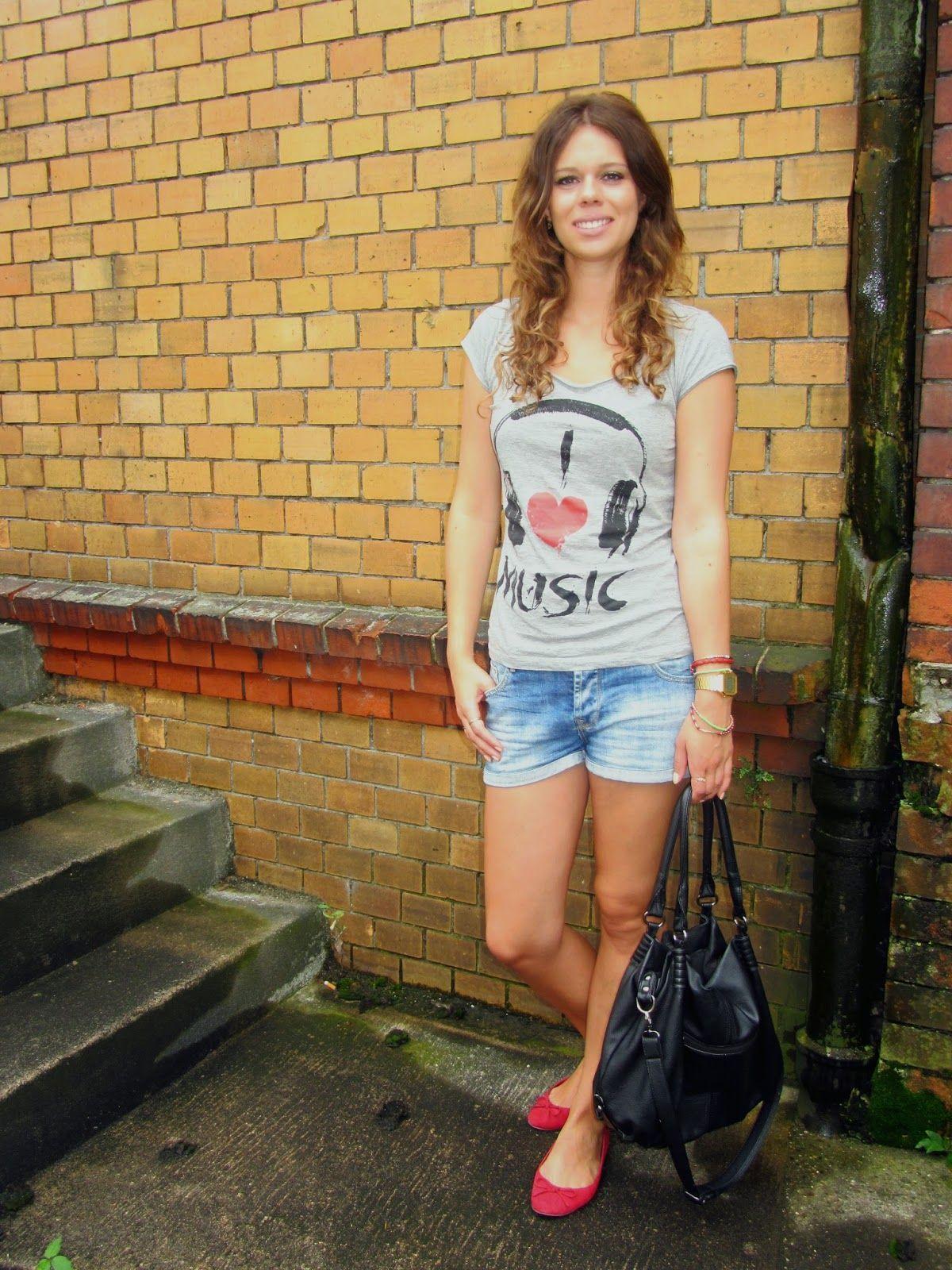 stylish girl next door: Easy Zara Jeans Shorts, grey I love Music ...
