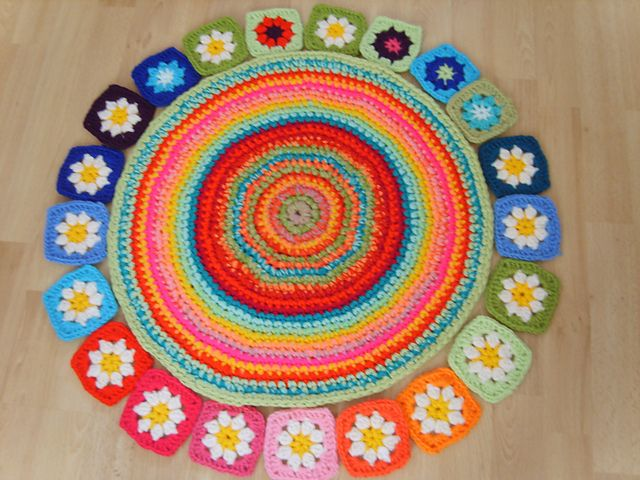 Ravelry: Cream Flower Granny Square/rug pattern by Sue Pinner ...