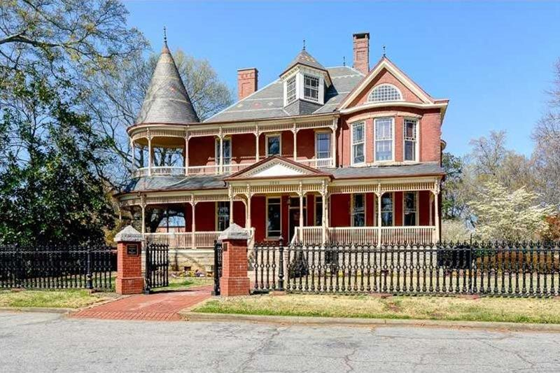 The Palmour House A Circa 1892 Historical Property Just Off Main Street In College Park